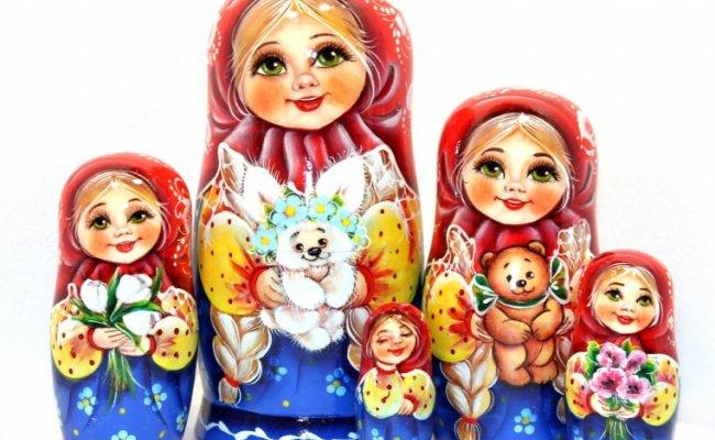 Tanya com Coelho e Flores Vermelha - 5 bonecas